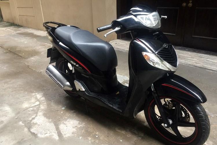 """shopshsaigon.com 1012018100 - Một Xe Máy Honda SH Đời Cũ Đổi Được Hai """"Xế Hộp""""?"""