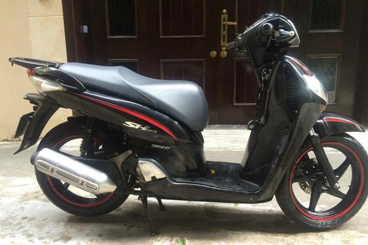 """shopshsaigon.com 1012018101 - Một Xe Máy Honda SH Đời Cũ Đổi Được Hai """"Xế Hộp""""?"""