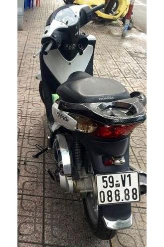 """shopshsaigon.com 101201897 - Một Xe Máy Honda SH Đời Cũ Đổi Được Hai """"Xế Hộp""""?"""
