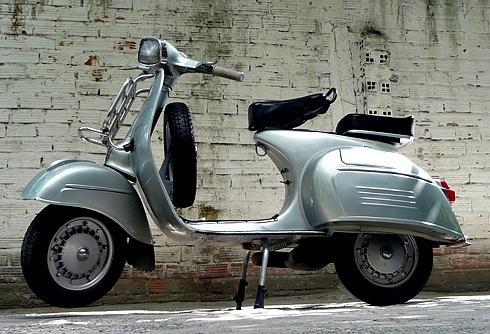 shopshsaigon.com-Những Mẫu Xe Máy 2 Thì Một Thời Làm Điên Đảo Giới Trẻ Việt-Vespa 150 Sprint
