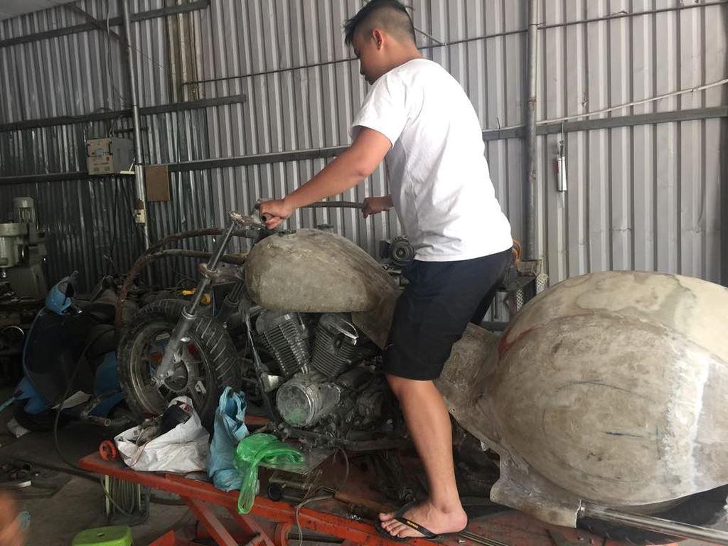 shopshsaigon.com-Biker Việt Biến Môtô 'Khủng' Thành 'Siêu Bọ Cánh Cứng' Độc Nhất Vô Nhị-26-4-2018-122