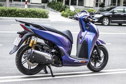 shopshsaigon.com-SH 300i Lên Dàn Áo Màu Lạ Của Biker Sài Thành-442018-11
