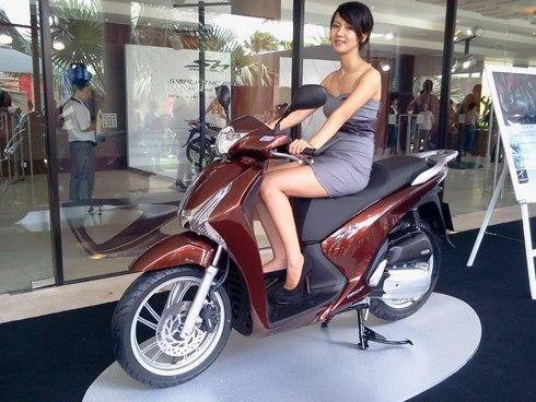 shopshsaigon.com-Cuộc Chiến Phong Cách Giữa Hai Gã Khổng Lồ Honda SH Và Vespa-2952018-4