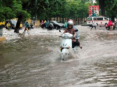 shopshsaigon.com-Cách Lái Xe Máy An Toàn Trong Trời Mưa Bão Tại Sài Gòn-2952018-70