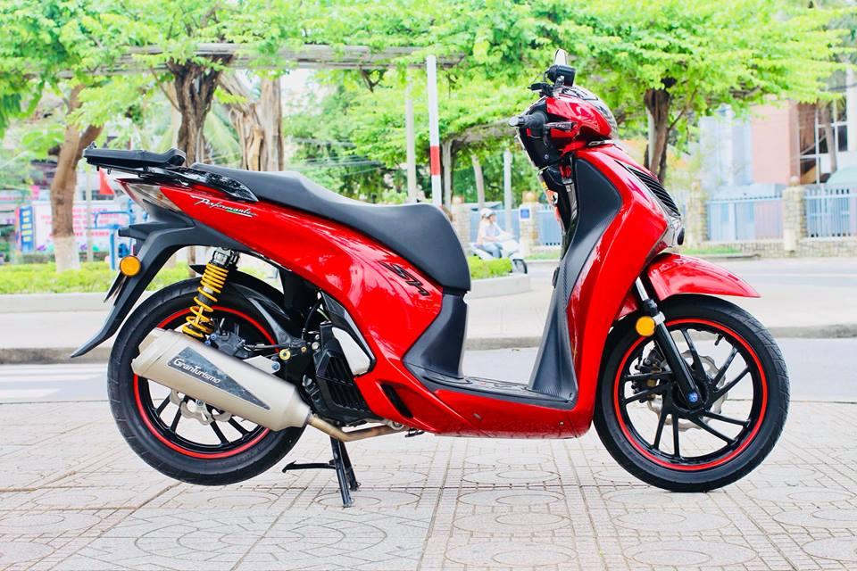 shopshsaigon.com-Honda Sh Độ Bộ Tem Đỏ Chói Lấy Cảm Hứng Từ Lá Cờ Việt Nam-1862018-21