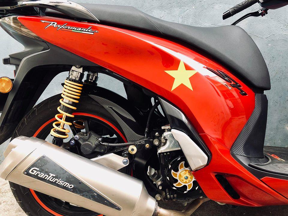 shopshsaigon.com-Honda Sh Độ Bộ Tem Đỏ Chói Lấy Cảm Hứng Từ Lá Cờ Việt Nam-1862018-23