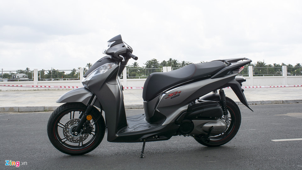 Honda SH 300i 2019 ve VN sau 2 tuan ra mat, gia 270-300 trieu hinh anh 1