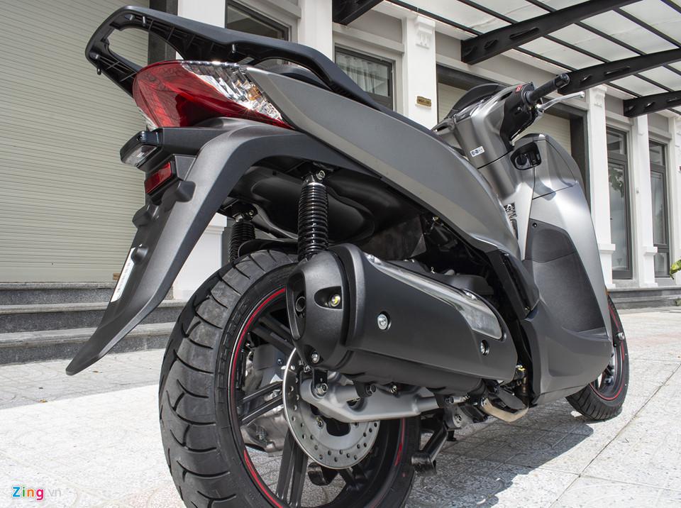 Honda SH 300i 2019 ve VN sau 2 tuan ra mat, gia 270-300 trieu hinh anh 7