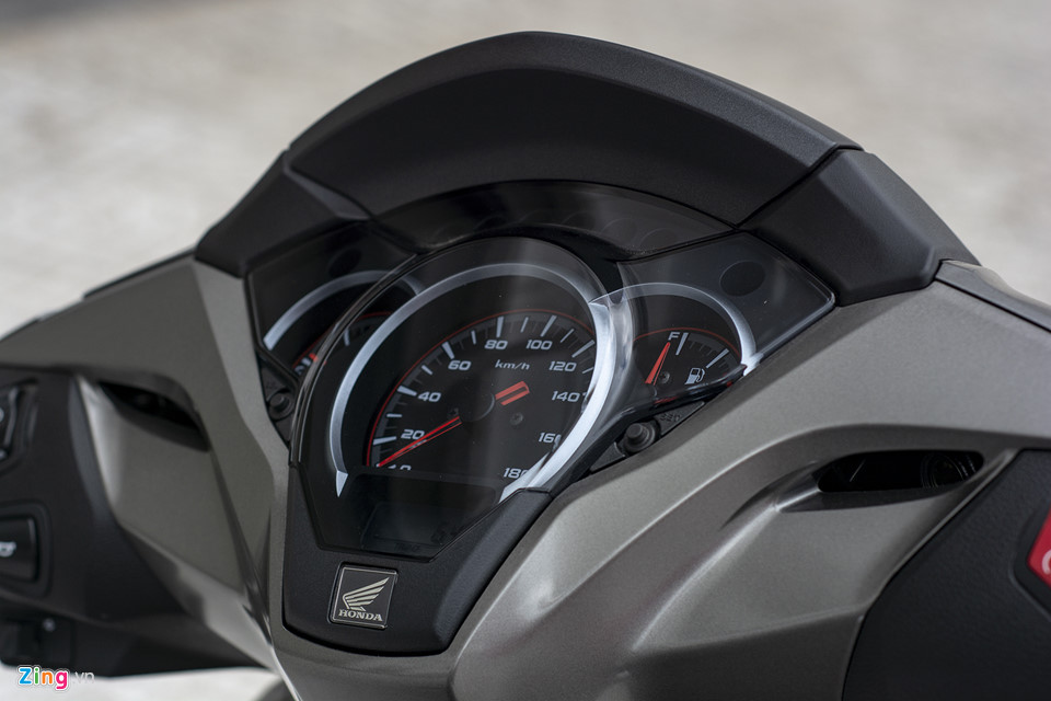 Honda SH 300i 2019 ve VN sau 2 tuan ra mat, gia 270-300 trieu hinh anh 13