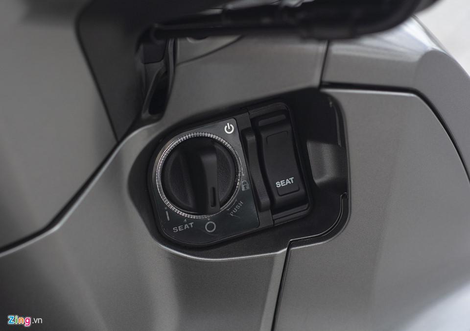 Honda SH 300i 2019 ve VN sau 2 tuan ra mat, gia 270-300 trieu hinh anh 11