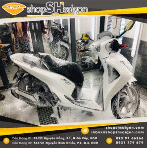 shopshsaigon rua xe 2 banh chi tiet bike washing detailing 13 297x300 - Rửa xe hai bánh chi tiết - Bike washing detailing là gì và có gì hot