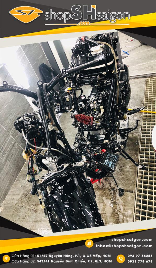 shopshsaigon rua xe 2 banh chi tiet bike washing detailing 9 597x1024 - Rửa xe hai bánh chi tiết - Bike washing detailing là gì và có gì hot