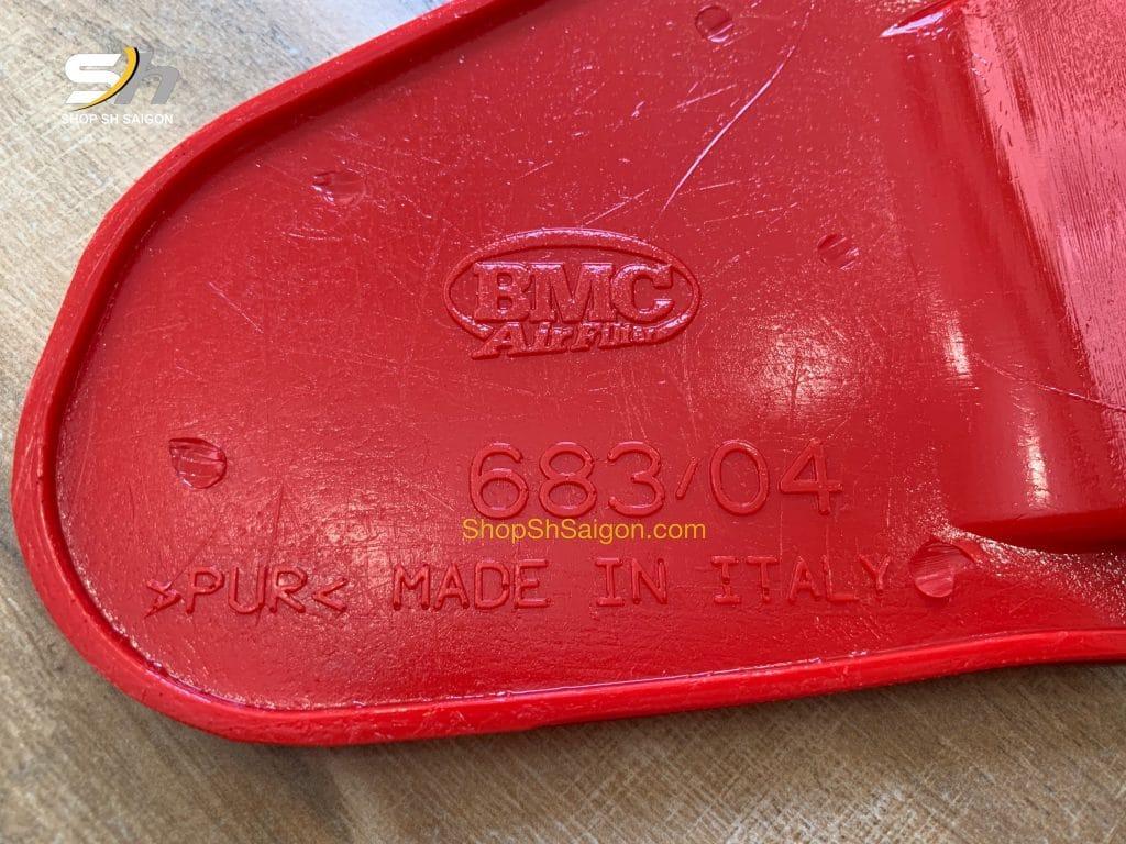 Logo và ký hiệu dập nổi trên lọc gió BMC chính hãng